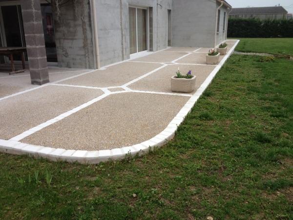 Prix d'une terrasse en béton désactivé de 30m2 selon e'epaisseur
